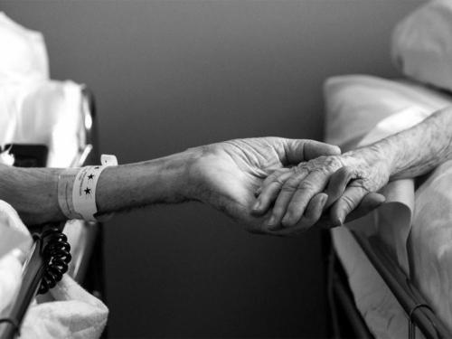 Nakon 61 godine braka, par umro u razmaku od nekoliko sati