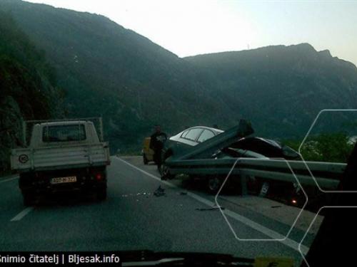 Mostar - Jablanica: Peugeotom u zaštitnu ogradu