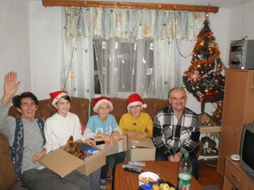 Podijeljeni Božićni i novogodišnji paketići za 100 mališana