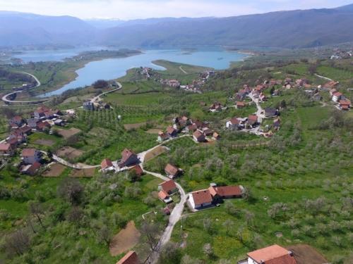 FOTO/VIDEO: Rama iz zraka - Jaklići