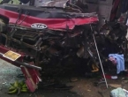 U sudaru kamiona i autobusa 61 poginuli