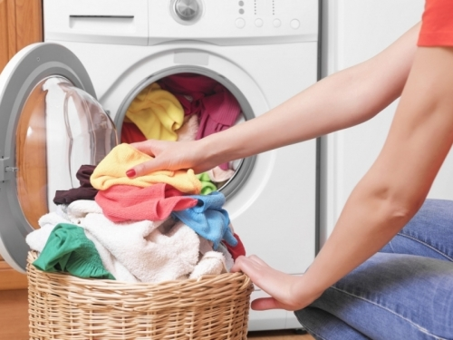 Stručnjaci su otkrili: Ovo je 6 najčešćih problema kod pranja rublja – i rješenja!