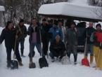 Foto: Akcija čišćenja snijega u mjestu Lovnica