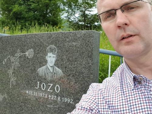 Na prijateljevu grobu nakon 26 godina
