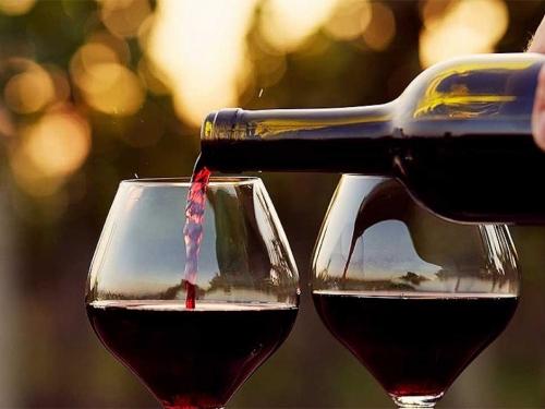 Izgleda da cijelo vrijeme crno vino pijemo krivo