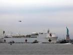 Ogromna brod-bolnica napustila New York