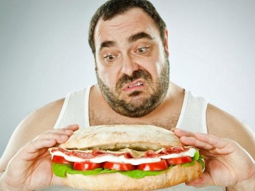 Muškarci koji jedu sami skloniji su pretilosti