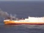Zapalio se pa potonuo teretni brod pun automobila i goriva
