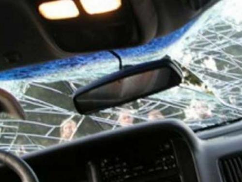 Konjic: Ušao mu u auto i nogama razbio vjetrobransko staklo