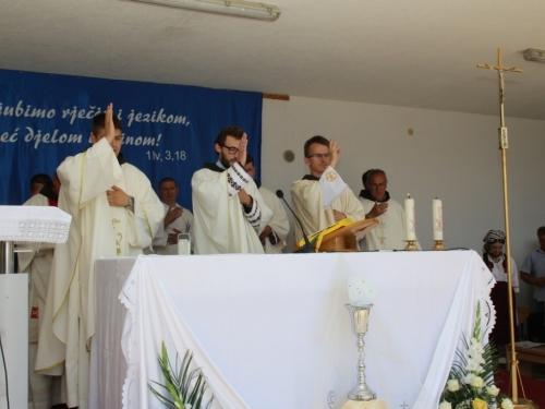 FOTO: Mlada misa fra Franje Barabana u Rumbocima