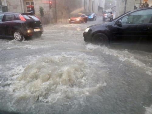 Potop u Sarajevu: Nakon snažnog grada, pljuskova i grmljavine ulice pune vode