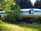 VIDEO: Živi u trupu zrakoplova duboko u šumi