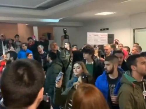 Prosvjednici u Beogradu ušli u zgradu RTS-a i žele u eter