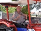 Na ljetovanje u Hrvatsku došao traktorom iz Njemačke