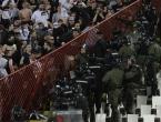 Tučnjava navijača na derbiju u Beogradu, evakuirana zapadna tribina