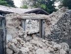Na Filipinima tisuće provele noć na otvorenome u strahu od potresa