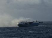 Zapalio se brod koji prevozi 3500 novih Nissan automobila