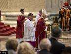 Papa: Osjećam sram zbog smrti migranata i skandala u Crkvi