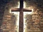 Vlada naredila obavezno postavljanje križa na administrativnim zgradama