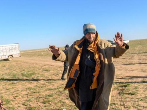 FOTO: Državljanin BiH borac ISIL-a se predao kurdskim snagama u Siriji