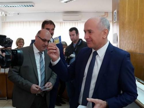 Uručene prve elektroničke zdravstvene iskaznice u Mostaru