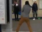 Prolazniku prerezao vrat u londonskoj podzemnoj i vikao: 'Ovo je za Siriju'