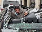 Pao je s devetog kata na BMW, digao se i pitao prolaznicu 'Što je bilo?'