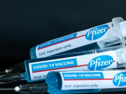 Što je točno u Pfizerovom cjepivu, koja je uloga svakog sastojka i tko ga nipošto ne smije uzeti