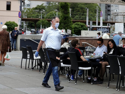 FBiH: Epidemiološke mjere se najmanje poštuju u trgovinama, kafićima i tržnim centrima