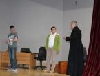 FOTO: U Prozoru uprizorena predstava ''Simpatični stric župnik''