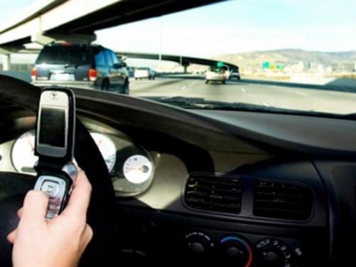"""Mobiteli su najveći """"ubojice"""" na cestama"""