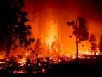 Ogromni požari u Kaliforniji, ljudi bježe, spašavaju ih helikopterima
