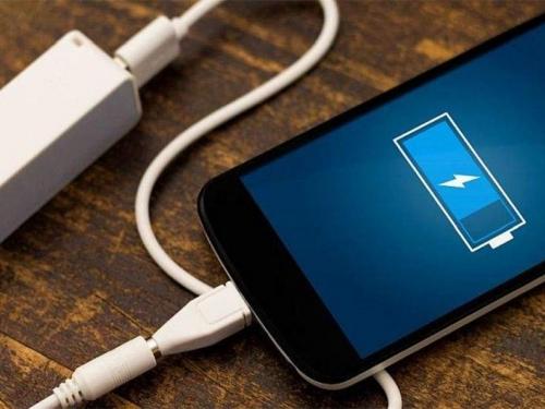 Mobitel vam je stalno na punjaču? Evo što morate promijeniti