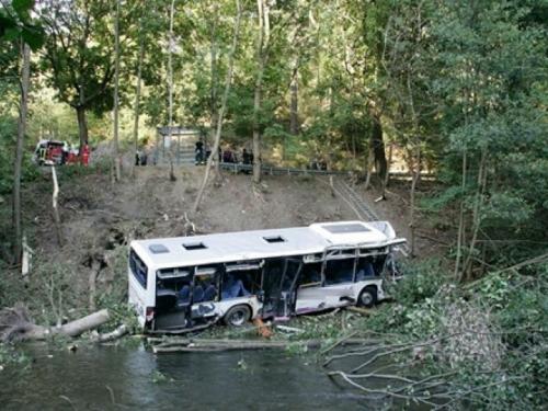 Teška prometna nesreća u Sjevernoj Koreji, autobus pun kineskih turista pao s mosta