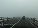 Vozači, oprezno zbog magle, odrona i skliskih kolnika