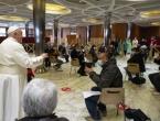 Papa Franjo obišao beskućnike kojima je Vatikan omogućio besplatno cijepljenje