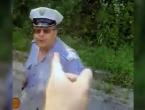 Prepirka: Policajac u Konjicu pljunuo vozača