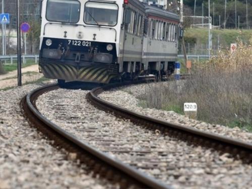 Djevojčica poginula dok je snimala selfie ispred nadolazećeg vlaka u Sloveniji