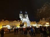 Muškarac se zapalio na glavnom trgu u Pragu