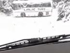 VIDEO| Majka snimila kako je autobus sa učenicima izbjegao tragediju