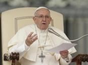 Papa Franjo: Tehnološke tvrtke odgovorne su za sigurnost djece na internetu