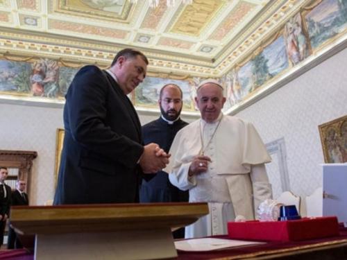 Dodik svečano dočekan u Vatikanu