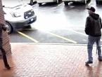 VIDEO: Naoružani kriminalac bježao od policije, građanin ga savladao jednim potezom