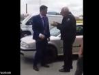 VIDEO: Nesvakidašnji sukob u BiH: Mladić stao policajcu pred auto