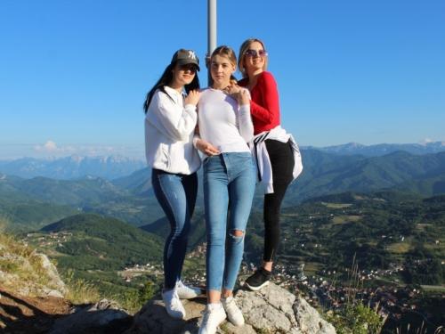 FOTO  Gmićani podigli križ na Makljenu