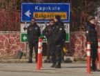 Turska policija ispaljuje suzavac, Grci kopaju rovove