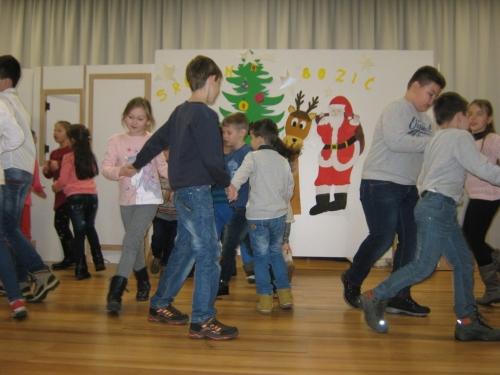 FOTO: Božićna priredba u OŠ Ivana Mažuranića Gračac
