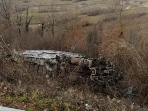 VIDEO| Kamion u Posušju završio u provaliji