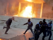 Kaos u Albaniji: Bacali Molotovljeve koktele na zgradu vlade i parlamenta