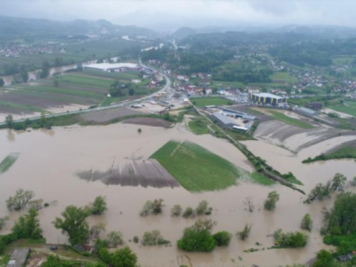 Zbog poplava poskupljuje hrana, novi udar na džep